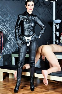 Leather clad femme penetrates her slaves arse with strap-on
