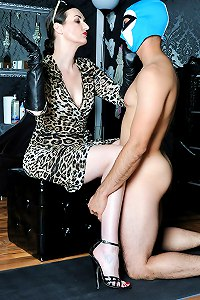 Vicious dominatrix punishes her new slaveboy by slapping his face