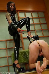 Mistress Heart comes to MenInPain with her own sense of style